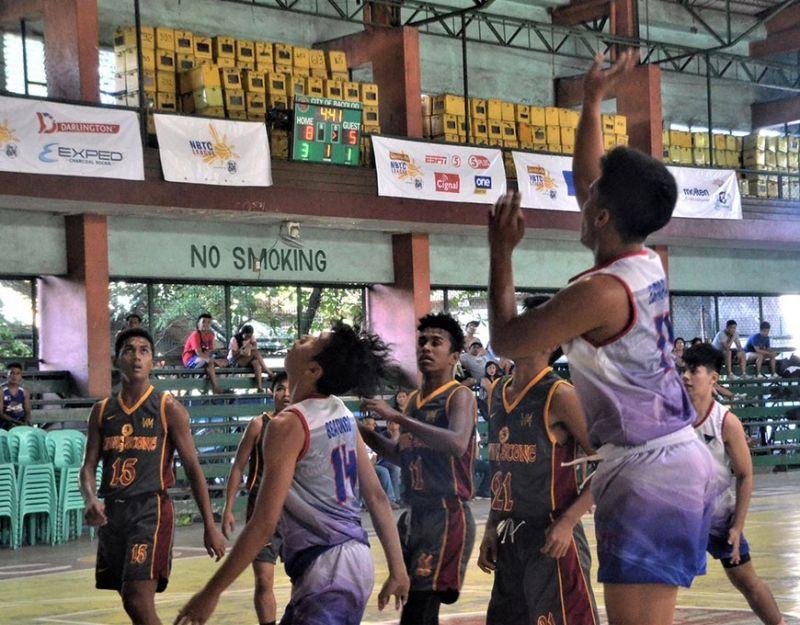 BACOLOD. Bacolod Tay Tung High School Thunderbolts' Kent Justin Esparagoza (17) tries to score crucial basket against Livingstone International School last Sunday. Thunderbolts won, 72-70. (Jerome Galunan Jr. Photo)