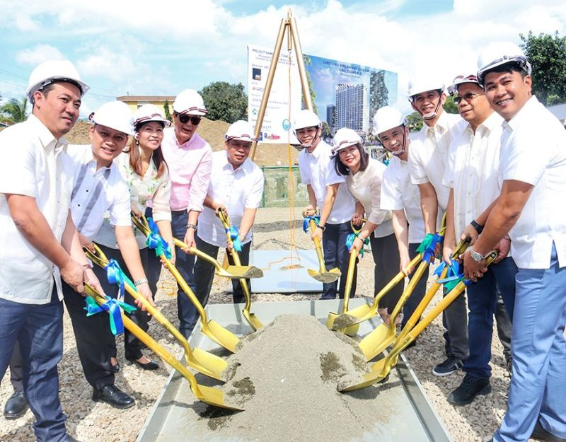 ANOTHER ADDITION. Cebu City Vice Mayor Michael Rama (fourth from left); Bryan Yi (sixth  from right), chairman and chief executive officer of ABC Prime; and Amelia Leonardo (fifth from right), chief operating officer ABC Prime, lead the groundbreaking ceremony of Arc Tower 1 on Wednesday, Jan. 8, 2020.  (Sunstar Photo / Amper Campaña)