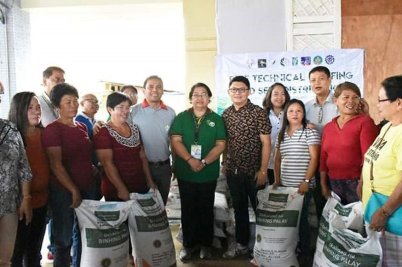 NEGROS. DA-Western Visayas director Remelyn Recoter (7th from right) during the distribution of various interventions to typhoon-affected farmers in Maayon, Capiz on Tuesday, January 7, 2020. (Contributed Photo)