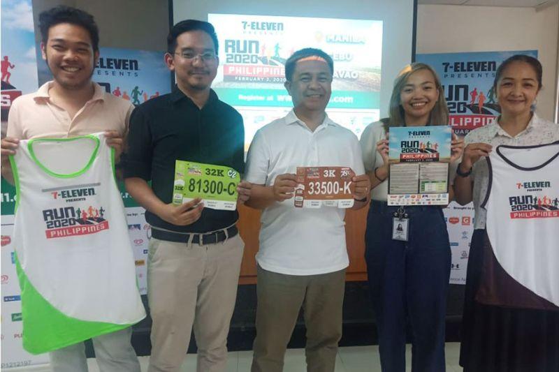 7-ELEVEN RUN: Ang mga officials/organizers sa tinuig nga 7-Eleven Run Series nga gipangulohan sa Cristy Cunan atol sa press conference ug launching  nga gipahigayon kagahapon. (Richiel Chavez)