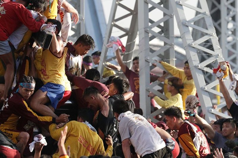 MANILA. Filipino Roman Catholic devotees try to get near the carriage of the Black Nazarene during a raucous procession to celebrate its feast day Thursday, January 9, 2020, in Manila, Philippines. (AP)