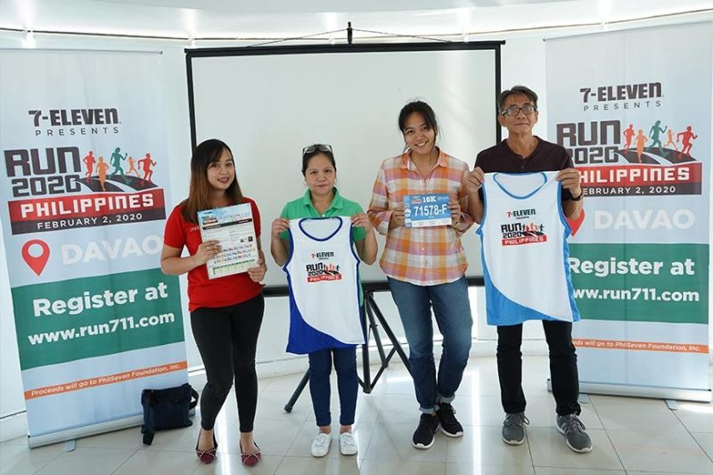 DAVAO. Organizers of the 7-Eleven Run 2020 Davao Leg are upbeat to surpass turnout of participants in 2019. From left, Philippine Seven Corporation Davao marketing team leader Karen Lebante, 7-Eleven Run Series project head Michelle Saludes, Michelle Santillan of the race operations team and Davao technical coordinator Tomas Tan pose while showing the race kit contents during Friday's (January 10, 2020) media launch in Davao City. (Macky Lim)
