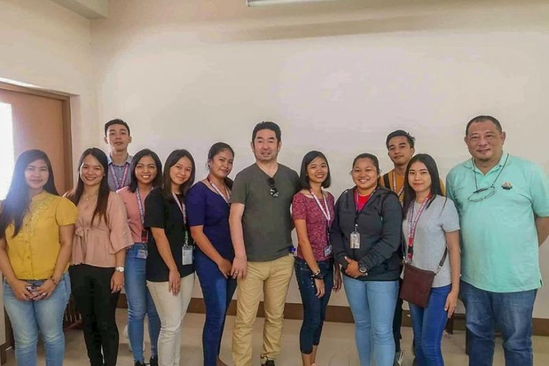 BACOLOD. The eight students of Carlos Hilado memorial State College (CHMSC) with (from left) Asia Development Center Association (Adca) International Internship and Consultancy Services representatives Florence Delicano and Rosmyl Morante, Adca CEO Kazutaka Nakao, and CHMSC Director for External Affairs Rhoderick Samonte during their final orientation at the school recently. (Contributed photo)