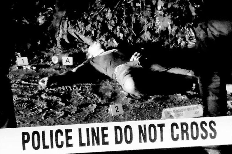 DAVAO. Nagbuy-od ang usa ka pusher nga wala nay kinabuhi human misukol sa kapulisan sa Sasa Police Station human sa buy-bust operation, Miyerkules, Enero 8, 2020. (DCPO PHOTO)