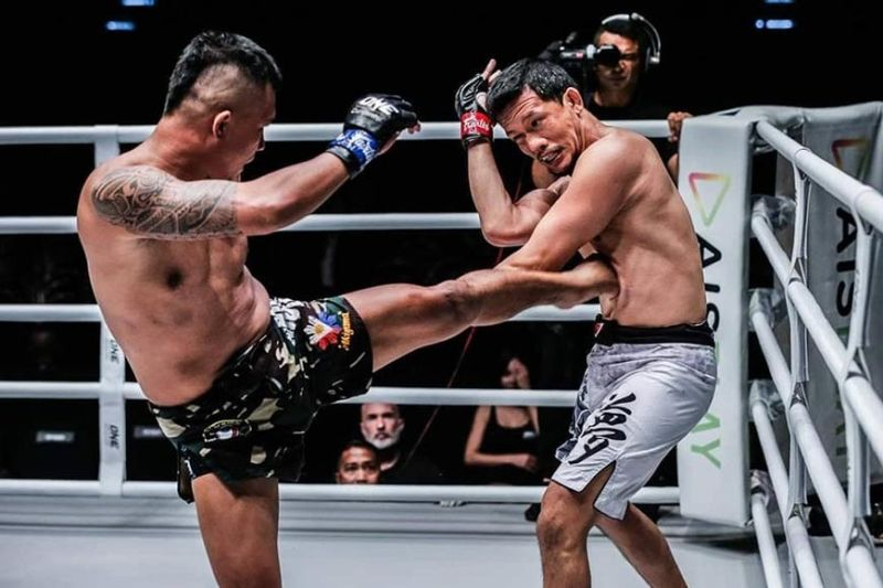 BODY SHOT. Roel Rosauro connects with a kick to the body of Indonesian Yohan Mulia Legowo. (Contributed photo / ONE Championship)