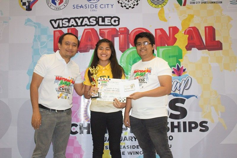 CEBU. Samantha Umayan of Davao City, center, places second in girls 16-under division of the recently-concluded 2020 National Age-Group Chess Championships Visayas Leg held at the Cube Wing Atrium of SM Seaside in Cebu City. (Cebu Chess Society Facebook)