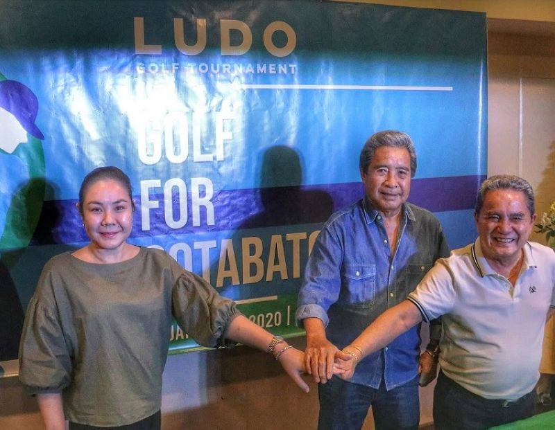 GOLF FOR A CAUSE. Founder and head organizer Douglas LuYm (center) organizes the Ludo Golf Tournament for the benefit of earthquake victims. (SunStar photo / Amper Campaña)