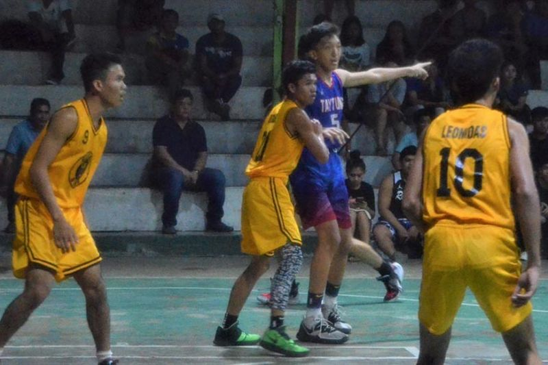 BACOLOD CITY. Henj Dimasana (blue) leads Bacolod Tay Tung High School in a dominating performance over Sum-ag National High School Golden Stags last Saturday, January 11, 2020. (Jerome Galunan Jr.)