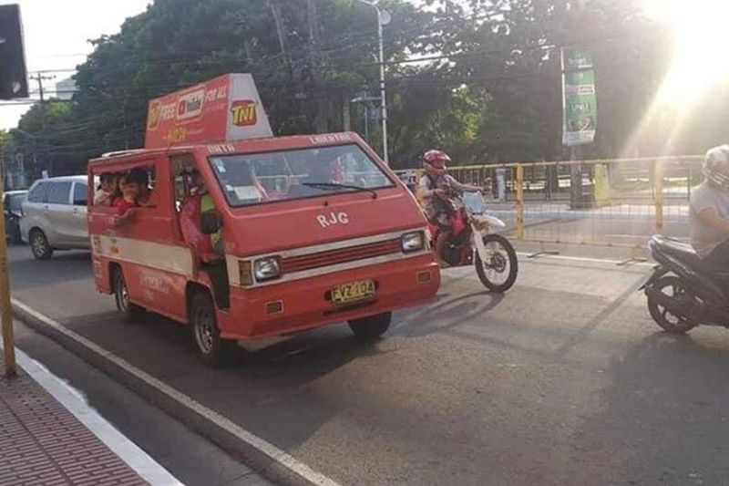 BACOLOD. For local transport group Sentrong Samahan ng Tsuper at Operators Negros, the latest oil price rollback is just a minimal relief to the drivers. (File photo)