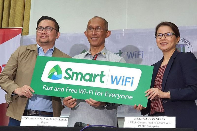 BAGUIO. Baguio City Mayor Benjamin Magalong with PLDT Enterprise AVP Dennis Magbatoc and Smart Wi-Fi head Ina Pineda fired up Smart WiFi at the City Hall and signed an agreement to deploy Smart WiFi in more areas. (Contributed photo)
