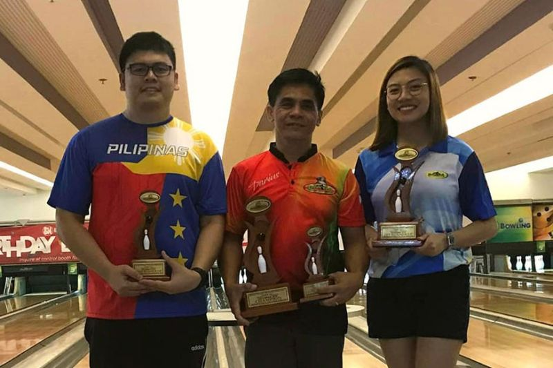 DAVAO. (From left) Third placer Arthur John Galendez, champion Darius Beloy and runner-up Tessa Dianne Galendez-Lim pose with their trophies at the close of the Datba December 2019 monthly finals tournament held at SM Lanang Premier Bowling Center Sunday, January 12, 2020. (Marianne L. Saberon-Abalayan)