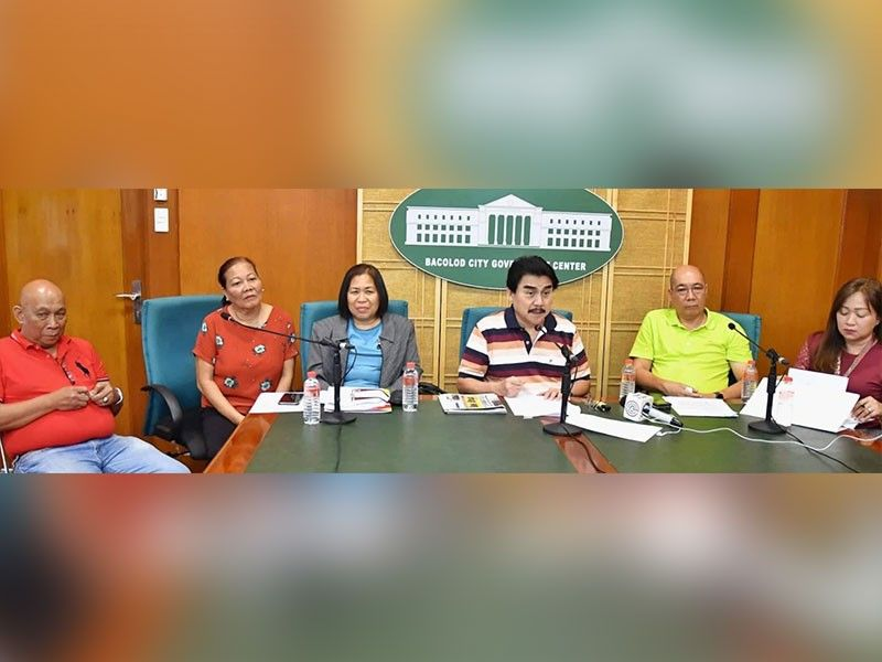 PRESSCON. Mayor Evelio Leonardia (4th from left), Vice Mayor El Cid Familiaran (5th from left), DILG-Bacolod city director Ma. Joy Maredith Madayag (3rd from left), Executive Assistant Butch Soliguen (1st from left), City Engineer Belly Aguillon (2nd from left), and Permits and Licensing Division head Stela Rose Rayos (6th from left) hold a press conference at the Bacolod City Government Center yesterday, January 13, to talk about various matters including the continuation of the road-clearing operations in the city, and the ongoing Business One-Stop Shop. (City PIO)