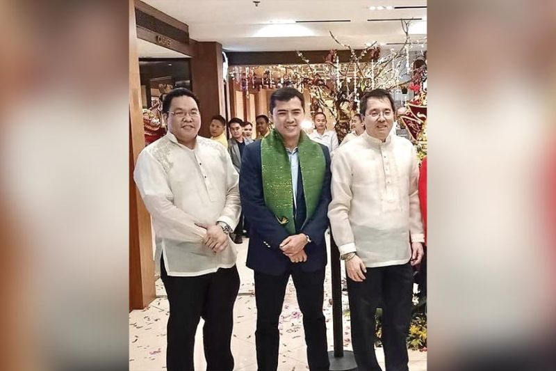 SINULOG LAUNCH. At Golden Prince Hotel during the launch of its Sinulog festivities, guest of honor Department of Tourism 7 director Shahlimar Tamano flanked by hotel execs Aaron Que (left) and hotel president Benny Que.