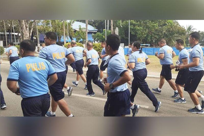 CAGAYAN DE ORO. Ang kapulisan sa Police Regional Office North Mindanao nagpahigayon og Physical Fitness Test (PFT). Kahindumduman nagbahad si PNP OIC Lieutenant General Archie Gamboa nga dili i-promote ang overweight nga polis. Nasayran nga 54 percent lamang sa kapolisan sa nasod ang adunay normal body mass index, 36 porsento ang overweight ug 9 porsento ang obese. (Pinaambit nga hulagway)