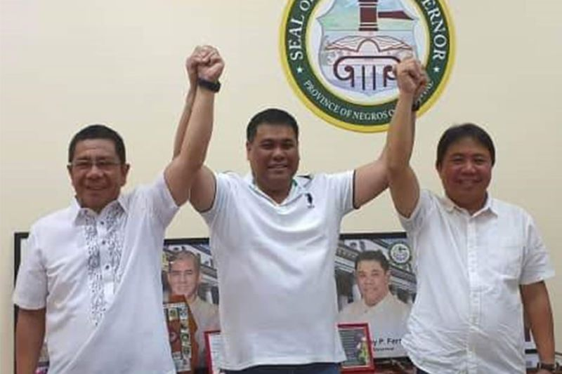 NEGROS. Acting Governor Jeffrey Ferrer with newly installed La Carlota Mayor Rex Jalandoon (left) and Vice Mayor David Baga (right)