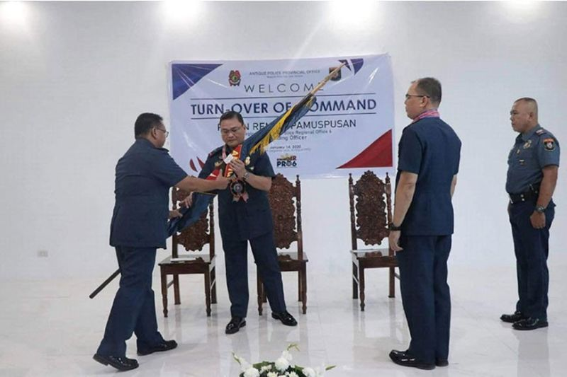 ILOILO. Police Colonel Leo Irwin Agpangan (left), the outgoing provincial director will be replaced by Police Colonel Roy Parena (right), the present chief of the Regional Logistics and Research Development Division (RLRDD), PRO6. Police Regional Office (PRO)-Western Visayas director Police Brigadier General Rene Pamuspusan, led the Turnover of Command of APPO on Thursday, January 14, 2020 at Antique PPO Headquarters. (RPIO-PRO-Western Visayas photo)