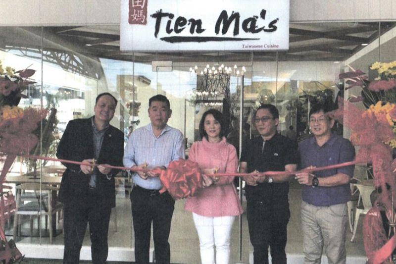 CEREMONIAL RIBBON CUTTING. At the grand opening of Tien Ma's, from left, MCCI president Stanley Go, owners Eric and Jackie Mendoza, Mandaue City Mayor Jonas Cortes and Vice Mayor Glenn Bercedo.