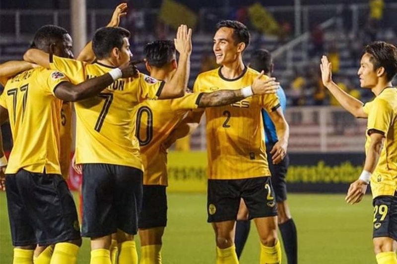 MANILA. Ceres Negros FC in jubilation after a 3-2 triumph against Shan United last Tuesday, January 14, 2020, at the Rizal Memorial Stadium. (Mymy Alagaban Photo)