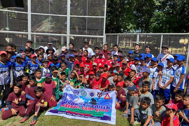 BASEBALL CAMP. Some of the elementary participants pose with Japan's professional baseball team Yomiuri Giants coaches and organizers of the Mindanao Youth Baseball Camp 2020 held at Davao City National High School on January 11, 2020. (Ines P. Mallari)