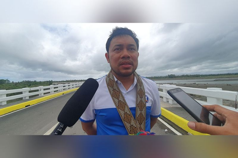 KALIBO. DPWH Secretary Mark Villar explains to local media the significance of the newly opened Kalibo Bridge III.