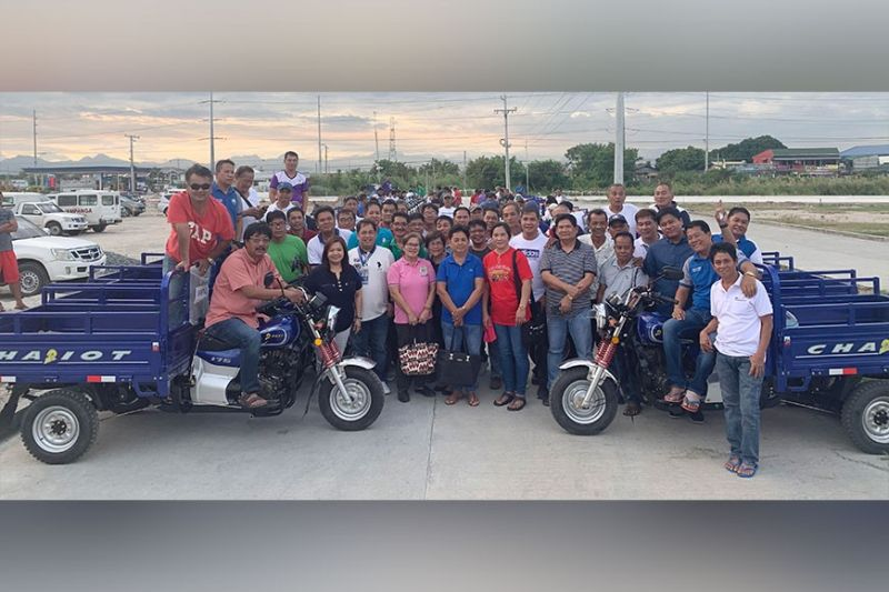 PAMPANGA. Mayor Esmeralda G. Pineda recently awarded 42 cargo-type motorcycles to barangay officials of Lubao, Pampanga to augment the municipal government's fleet of vehicles collecting solid wastes in the barangays. With the mayor are Vice-Mayor Jay B. Montemayor, Councilor Edgar Dabu and Association of Barangay Captains president Rolan Sibug. (Photo courtesy of Albert B. Lacanlale)