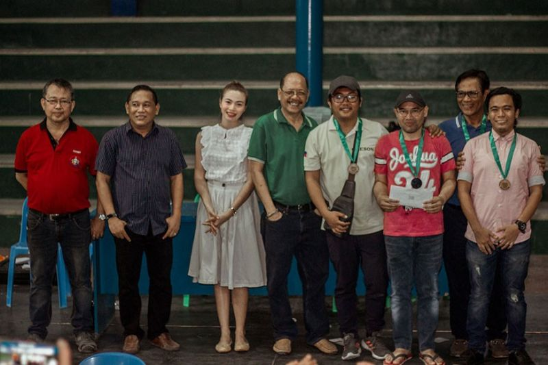 CAGAYAN DE ORO. Triumphant Goldcrest-Chesson with organizers and barangay officials of the recent 7th Tablon Fiesta chess team tourney in Cagayan de Oro. (Contributed photo)