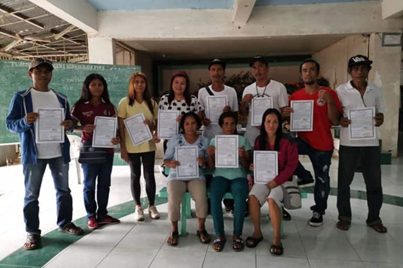 NEGROS OCCIDENTAL. The farmer-beneficiaries in La Castellana receive their land titles from the Department of Agrarian Reform – Negros Occidental II on Wednesday, January 5. (Contributed photo)