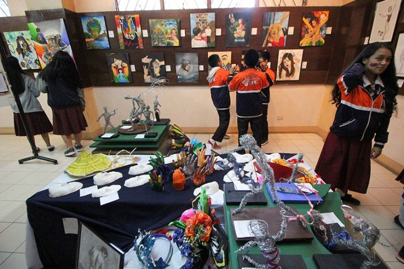 BAGUIO. Grade 7-10 Special Program for Arts (SPA) students from the Baguio City National High School (BCNHS) exhibit some 200 artworks at the Baguio Museum on January 17, 2020. The art pieces made by students from literary, visual and media arts will be displayed for one month inside the museum. (Photo by Jean Nicole Cortes)
