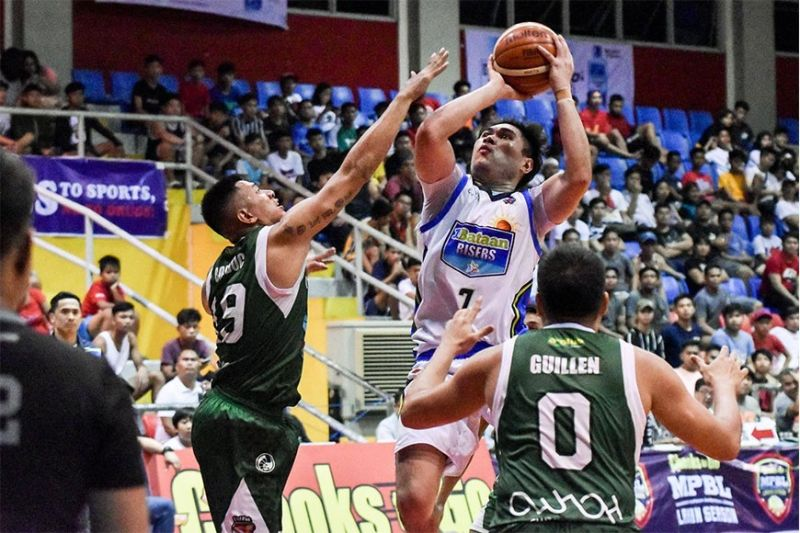 Former Cesafi MVP Enrico Llanto broke out for 18 points in Bataan's win over Navotas.  (MPBL)