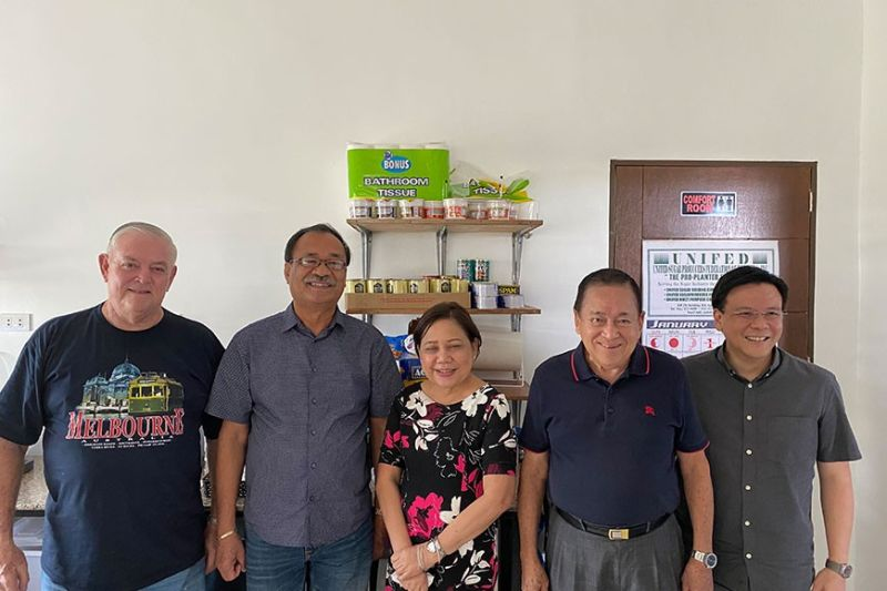 BACOLOD CITY. Sugar industry leaders met Thursday, January 16 with Senator Cynthia Villar and Finance Usec. Antonio G. Gambino II (rightmost) to update them on the present situation of the sugar industry. From left are Unifed president Manolet Lamata, Panayfed president Danilo Abelita and NFSP president Enrique D. Rojas. (Contributed photo)