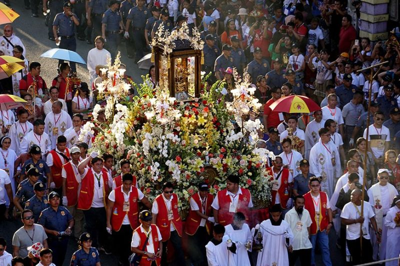 RELIGIOUS PARADE. The image of the Holy Child is paraded around Cebu City during the traditional solemn procession as part of the 455th feast of the Sto. Niño on Saturday, Jan. 18, 2020. (Sunstar Photo /alex Badayos)