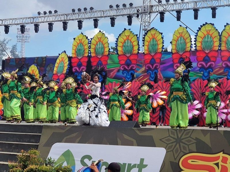 SHE'S BACK. Cebu Governor Gwendolyn Garcia made her Sinulog stage comeback Sunday, January 19, after six years of hiatus. She joined the guest performer, Siloy Festival of the Municipality of Alcoy. (Photo by Arni Aclao)