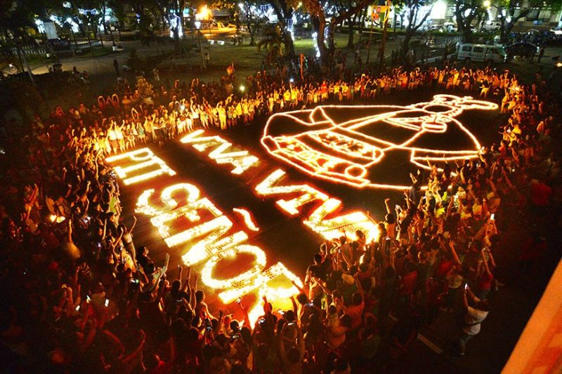 ILOILO. Close to 6,000 candles light up the street of Calasanz fronting the San Jose Parish Placer to form an image of Santo Niño on Saturday, January 18, 2020. (Leo Solinap)