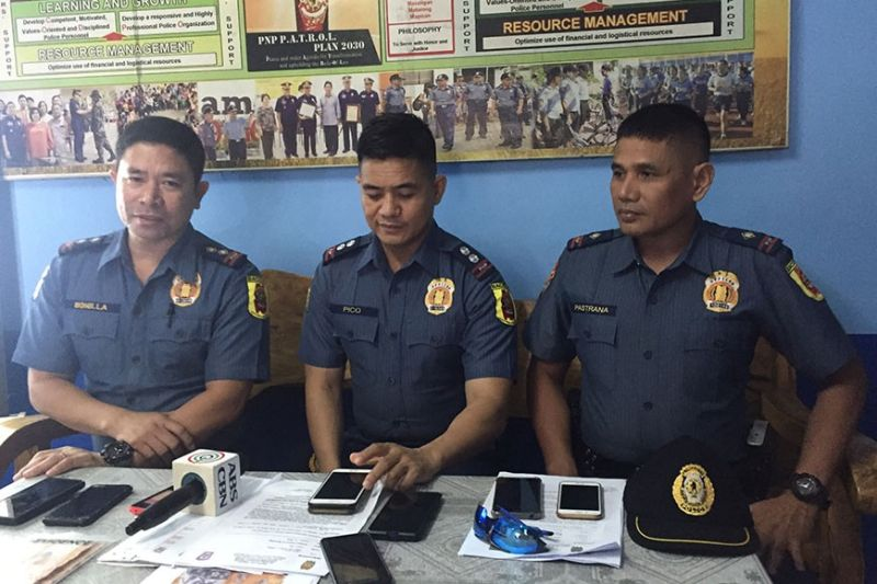 BACOLOD. Lieutenant Colonel Ariel Pico, spokesperson of Bacolod CityPolice Office (center) with Captain Elmer Bonilla, chief of Police Station 6(left) and Lieutenant Jonito Pastrana, chief of Police Station 9 (right), in a press conference at Police Station 6 Sunday, January 19, 2020. (Photo by Merlinda A. Pedrosa)