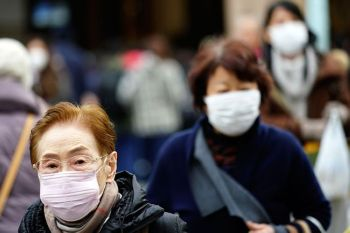 JAPAN. Pedestrians wear protective masks as they walk through a shopping district in Tokyo Thursday, January 16, 2020. Japan's government said Thursday a man treated for pneumonia after returning from China has tested positive for the new coronavirus identified as a possible cause of an outbreak in the Chinese city of Wuhan. (AP)
