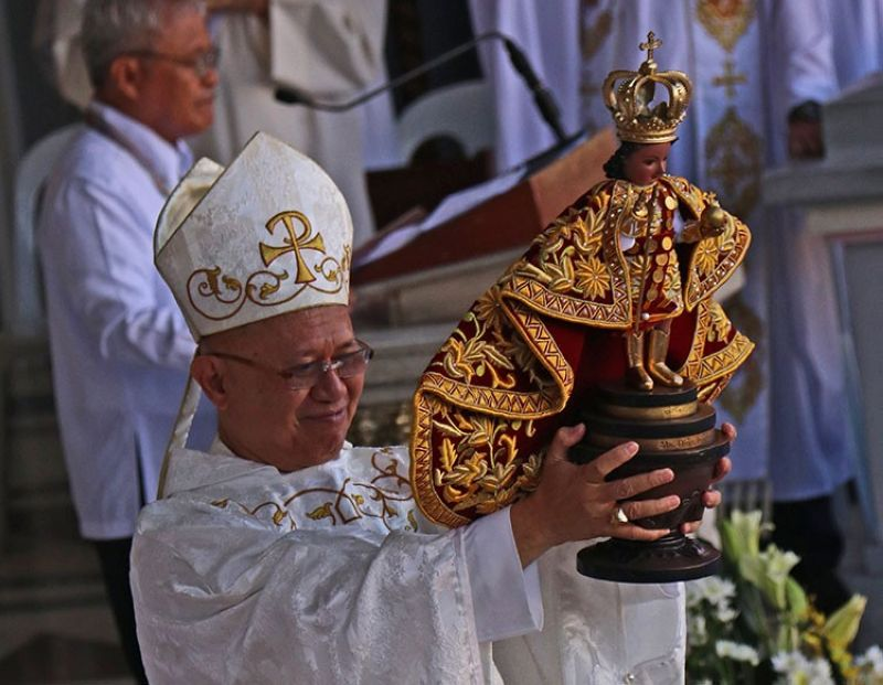 CEBU. Cebu Archbishop Jose Palma holds the Sto. Nino image during the Pontifical Mass at the Basilica Minore del Sto. Nino Sunday, January 19, 2020. (Amper Campana)