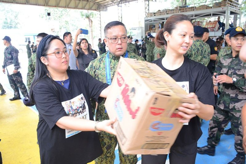 PAMPANGA. Police Regional Office-Central Luzon Director Rhodel Sermonia supervises the distribution of relief goods for families of police personnel from Batangas and Cavite. (PRO-Central Luzon photo)