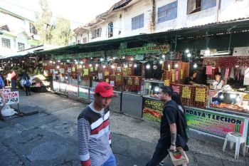 BAGUIO. The lechonan area at the Baguio City market, currently situated near a mini park at the public market, will be relocated to Rillera Building. (Jean Nicole Cortes)