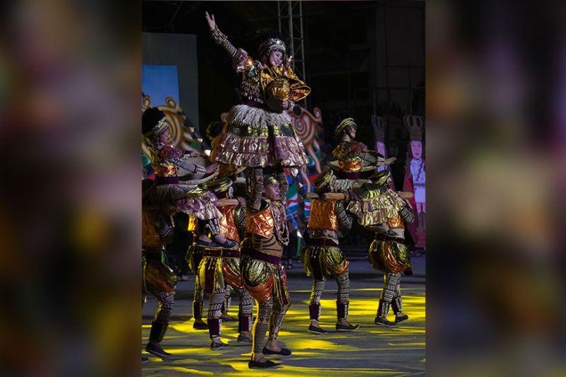 Lumad Basakanon of Barangay Basak San Nicolas, Cebu City wins the top prize in the free interpretation category. (Sunstar Photo / Alex Badayos)