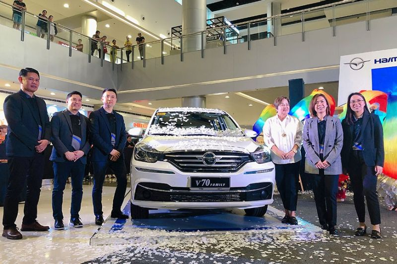 PAMPANGA. The new Haima V70 Family MPV was officially unveiled to the public on Monday, January 20, 2020, at SM City Clark. The unveiling was led by (left to right) Haima Philippines General Manager and Executive Director Donald Calma, LausGroup COO Alfie Adriano, Haima Automobile International Corporation General Manager William Dong, LausGroup Director Teresa Laus, LGC Chairman and Chief Executive Officer Lisset Laus-Velasco and LausGroup Executive Director Carissa Laus. (Charlene A. Cayabyab)