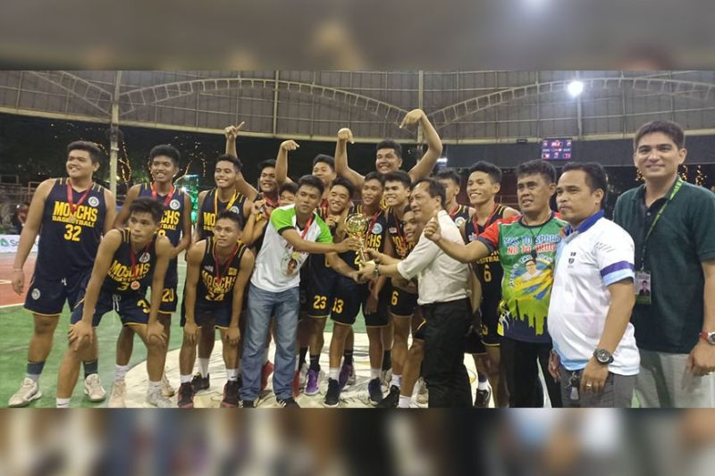 CAGAYAN DE ORO. The MOGCHS Cavaliers from Cagayan de Oro with host Mayor Gomer Sabio and company on Monday afternoon's (January 20) awards rites of the NBTC-MisOr Qualifier at the Tagoloan Dome of Misamis Oriental. (Lynde Salgados)