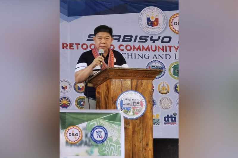 BACOLOD. DILG Assistant Secretary for Peace Manuel Felix addressing the crowd at Isabela gym. (SunStar)
