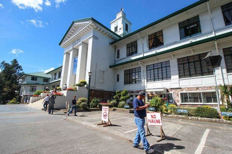 BAGUIO. Parking lot at the Baguio City Hall were emptied Tuesday, January 21, following Mayor Benjamin Magalong's order in a bid to lessen pollution in the Summer Capital. (Jean Nicole Cortes)