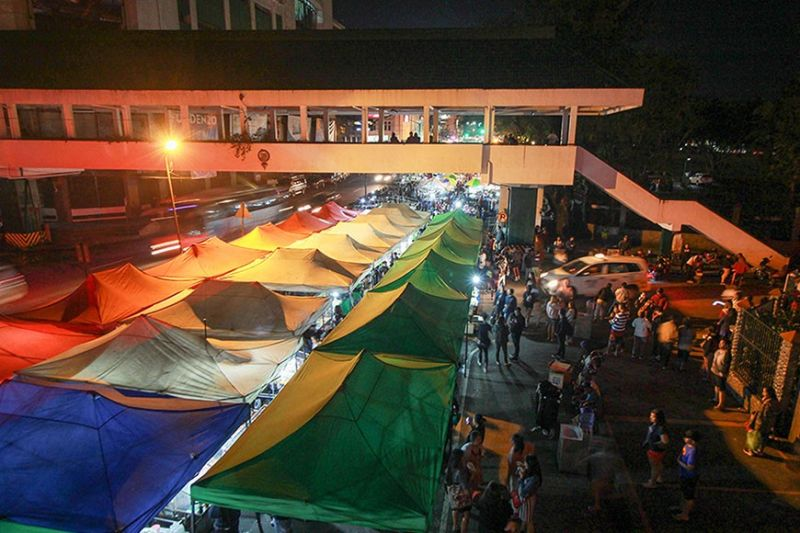 BAGUIO. Several innovations will be implemented in the night market along Harrison road to make it more conducive to shoppers and traders. (Jean Nicole Cortes)