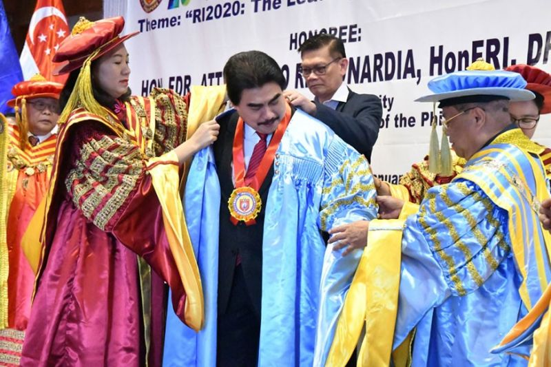 BACOLOD CITY. Mayor Evelio Leonardia was conferred three titles—Doctor Fellow, Honorary Fellow, and Doctor Fellow of Royal Institute of Public Administrators, of the Royal Institution of Singapore—during the club's 29th International Conference and Conferment Ceremony at the L' Fisher Hotel on Monday January 20. (Contributed photo)