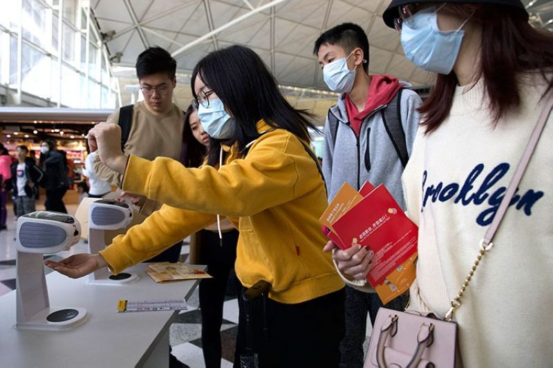HONG KONG. Travelers wearing face masks gather at Hong Kong International Airport in Hong Kong, Tuesday, January 21, 2020. (AP)
