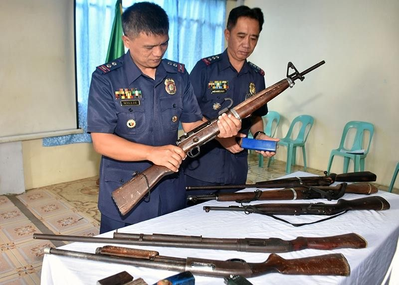 BENGUET. Mountain Province Police Provincial Office Director Colonel Clarence Casillio (R) leads the inspection of firearms turned over during the mass surrender ceremony led by the Philippine Army 54th IB and the Mountain Province Police Provincial Office with the DILG and the Provincial Government of Mountain Province January 15, 2020 at Camp Montes in Bontoc, Mountain Province. (Photo by Redjie Melvic Cawis)