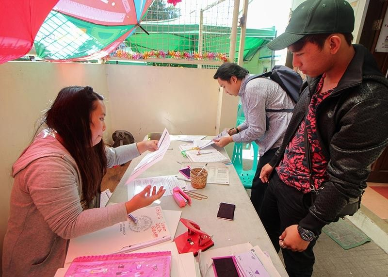 BAGUIO. As early as January 21, some residents of Baguio process their voter's registration at the Commission on Elections (Comelec) Baguio. Comelec reminds the public to register early and not wait for the deadline. (Photo by Jean Nicole Cortes)