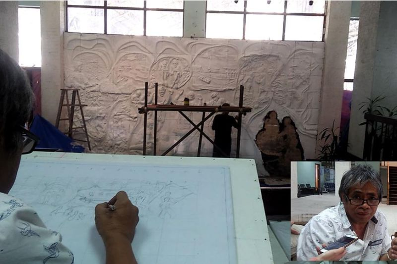 BAGUIO. Artist Dominador Carantes (inset) sits at the provincial capitol sketching in a blank canvass facing the mural set to undergo revisions. (Photo by Lauren Alimondo)