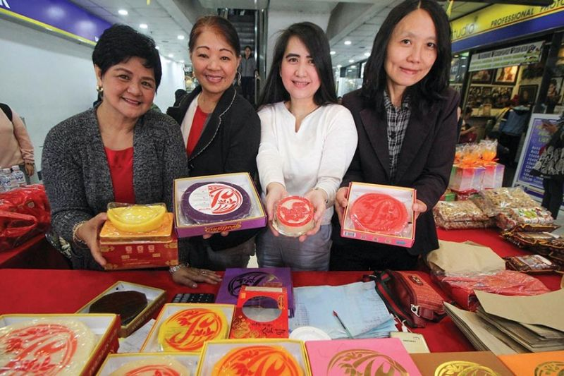 BAGUIO. Women sell tikoy ranging from P100 to 180 depending on the size and variety at a mall in Baguio as the Chinese-Filipino community celebrates Chinese New Year. Tikoy is one of the symbols of the Chinese Lunar New Year, primarily given as gifts by Chinese during this festive season. (Photo by Jean Nicole Cortes)